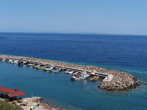 Voilier sur mer turquoie en Turquie