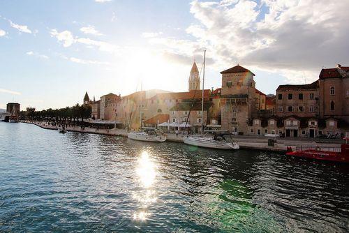 Bateau vents de mer Trogir