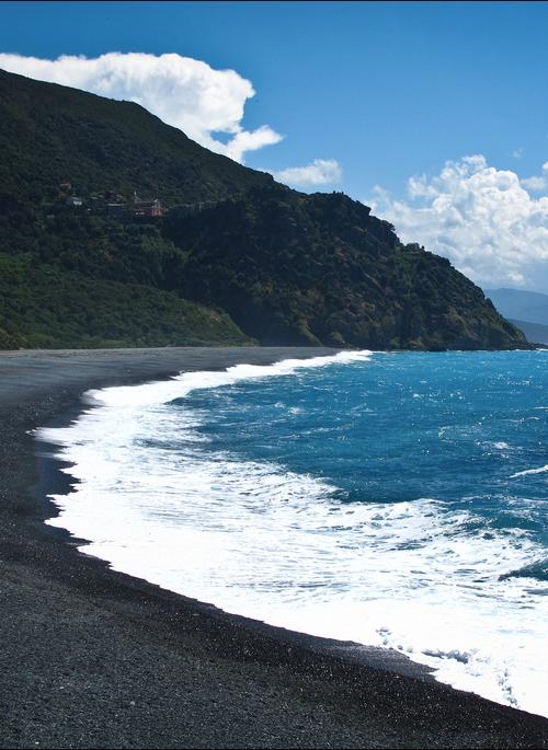Sable noir de la plage de Nonza