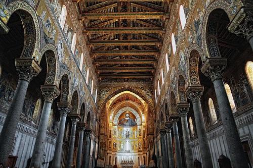 L'église bénédictine de Duomo di Monreale en Sicile