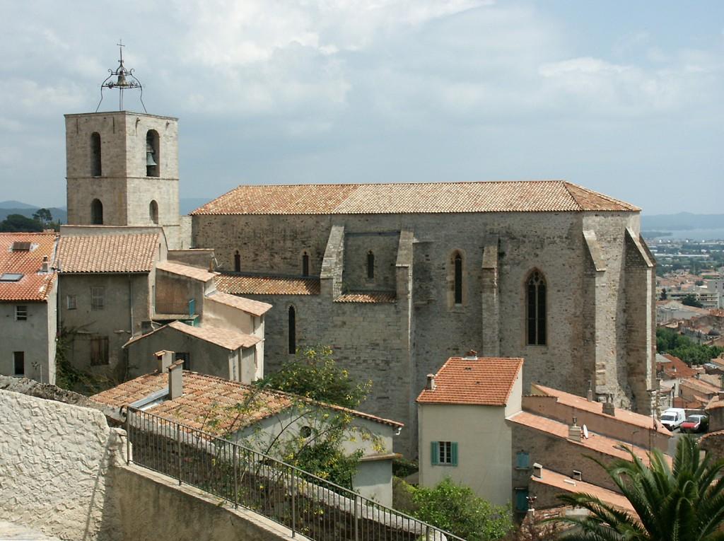 Visiter Hyères et son Eglise Saint-Paul avec une croisière Vents de Mer